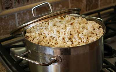 Making Popcorn On the Stove